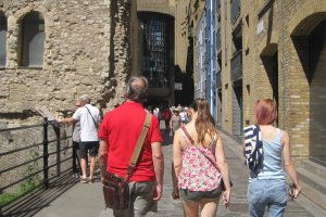 treasure hunters explore with treasure hunts in london by juliamaud